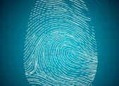 Identité surfaite, mal faite, abstraite