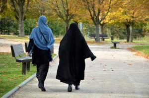 gouvernement-liberal-quebecois-prevu-mardi-15-dinscrire-principe-neutralite-religieuse-lEtat-cherchant-bannir-voile-islamique_0_1398_926