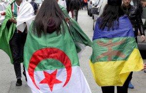 d-22671le-drapeau-amazigh-flotte-a-cote-de-lembleme-national-74eaf